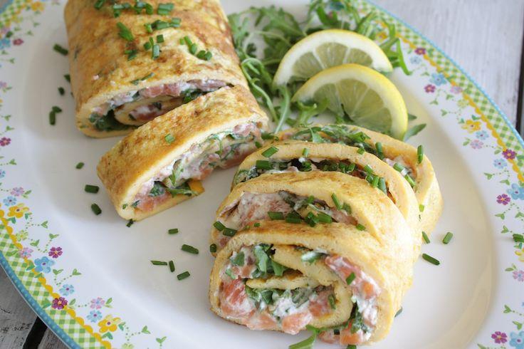 Een ideaal gerecht voor de Paasbrunch. Een omelet gevuld met zalm, Boursin en rucola. Bekijk het recept van deze Boursin brunchrol op de blog.