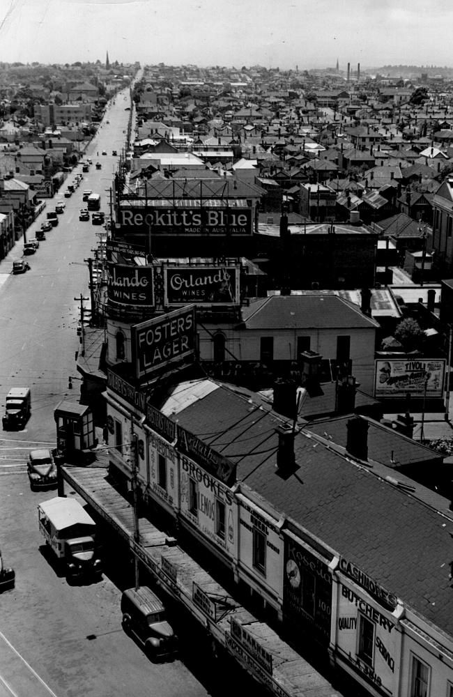 1950: St Kilda, Melbourne. Picture: Herald Sun Image Library/ARGUS