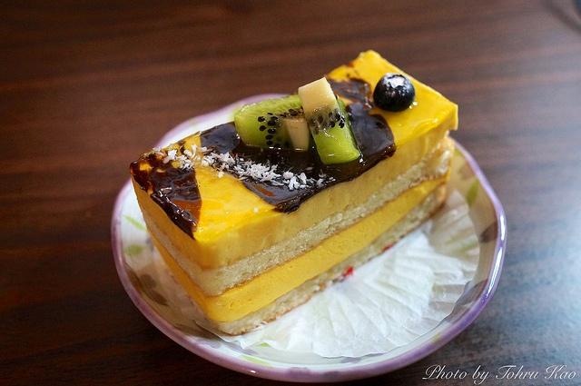 Mango Cake @ Satura Cakes by Tohru にゃん, via Flickr