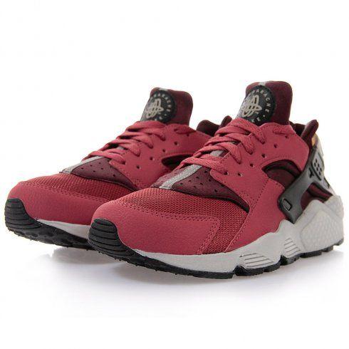 Its All about the #Nike #Hurache this season. New Colour just in Cedar Black Link - http://www.stuartslondon.com/footwear-c67/trainers-sneakers-c69/nike-air-huarache-cedar-black-deep-burgundy-shoe-318429-601-p18311