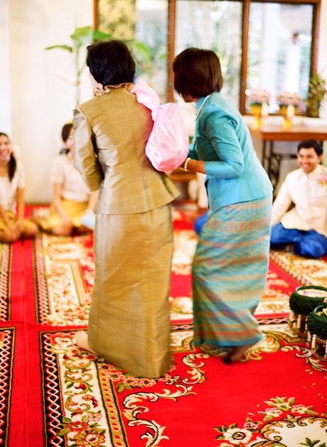 Thai Wedding Bride S Mother Carrying Heavy Gold And Money Photography
