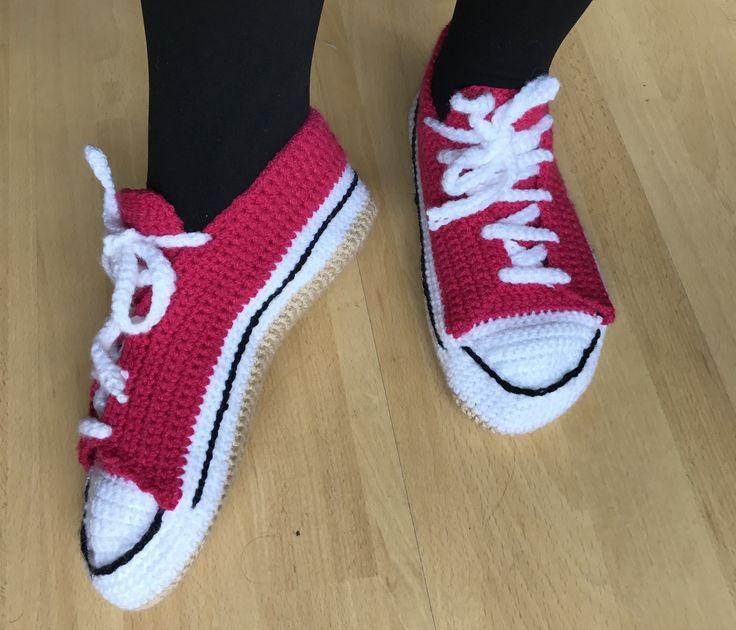 Na inspiratie op Pinterest zelf mijn eigen sneakersloffen gehaakt :-)