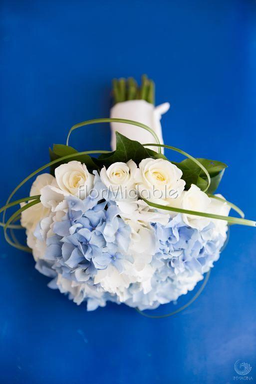 Bouquet romantico in bianco e azzurro | Flormidable