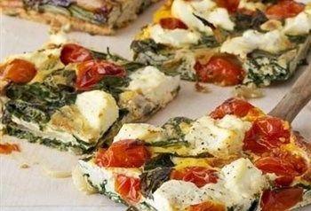 Gezonde frittata met ricotta, ei, ui en spinazie.