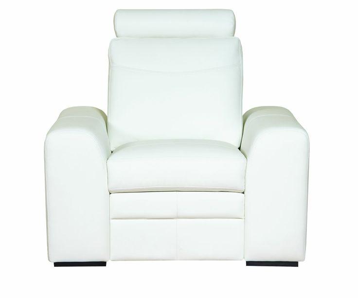 Fotel SOLETO wyposażony w zagłówek, zwiększający komfort wypoczynku. Drewniane nóżki, odcinają bryłę od ziemi, dodając mu subtelnej lekkości, 90/100/96. Od 1.017 zł, Bydgoskie Meble