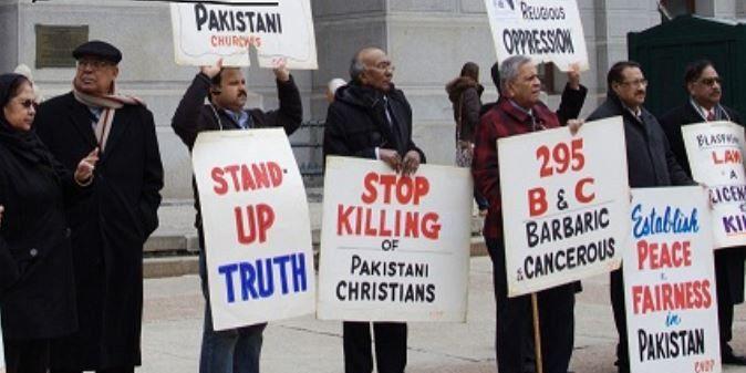 Une chrétienne pakistanaise est presque morte brûlée vive, dans la province de Punjab, après qu'elle ait refusé d'épouser son ancien petit-ami. Ce crime a eu lieu quelques semaines seulement après qu'une autre chrétienne ait été enlevée et forcée à épouser un musulman, ainsi qu'à se convertir à l'islam.