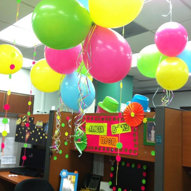 Walmart has 20 neon balloons for 2 my 80 39 s birthday for Como decorar una oficina de trabajo