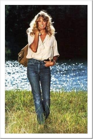 Farrah proves a white shirt, jeans and a leather bag never go out of style! :)