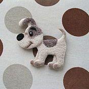 Купить или заказать Брошь собака пудель (валяная) в интернет магазине на Ярмарке Мастеров. С доставкой по России и СНГ. Материалы: 100% шерсть, Кардочёс латвийский,…. Размер: 12 х 14 см