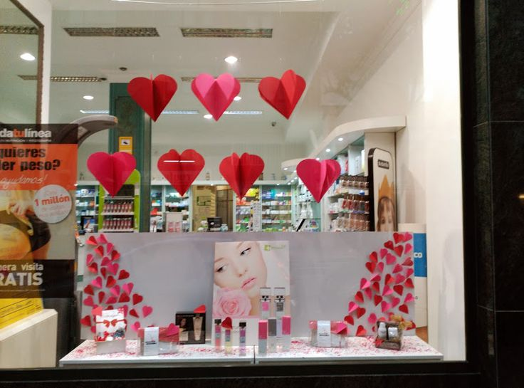 Escaparate de San Valentín Farmacia Laviada Gijón
