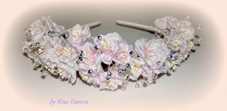 Обруч с мелкими цветочками и стразами swarovski