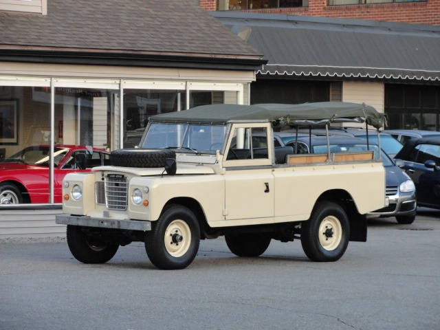 1976 Land Rover Series III 109. my pretend husband will want me to have one of these