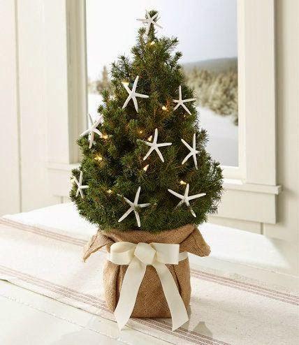 Merry Burlap Christmas Decor Ideas: http://www.completely-coastal.com/2013/12/burlap-Christmas-beach-ideas.html