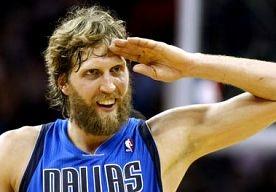 15-Apr-2013 7:42 - DIRK NOWITZKI BEREIKT MIJLPAAL. Dirk Nowitzki heeft zondag (plaatselijke tijd) als 17e speler in de geschiedenis van de NBA de grens van 25.000 punten bereikt. De 34-jarige…...