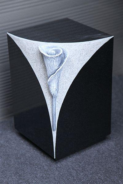 Urn voor binnen en buiten met uitgehakte bloem zwart graniet