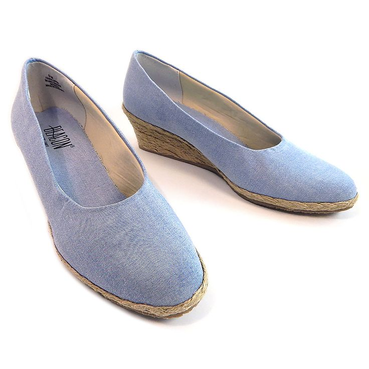 Beacon Westport Chambray Fabric Ladies Espadrilles Shoes 9M Blue Linen # 10708