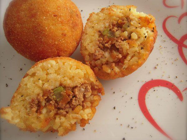 Ricetta arancini siciliani - Preparare gli arancini siciliani a casa propria è possibile purché si conoscano le giuste regole di cottura del riso, del ragù