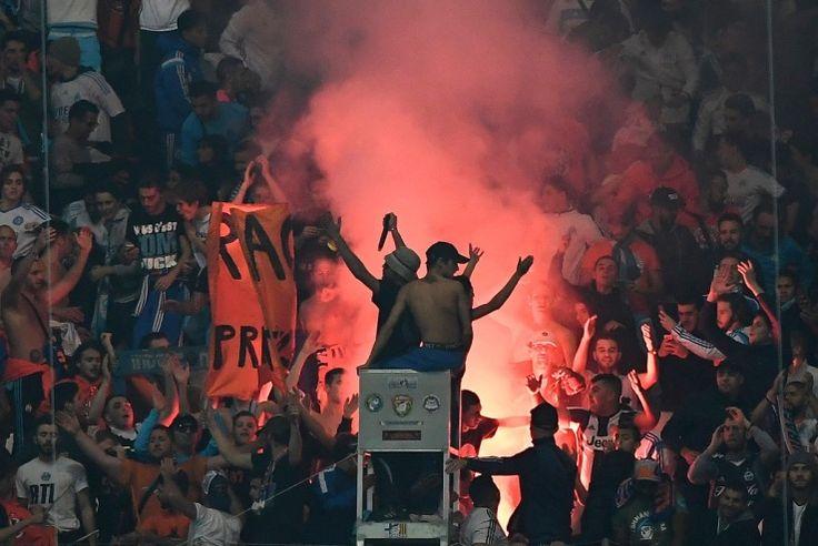 La tribune Sud du Vélodrome, partiellement fermée le 1er avril lors de la venue de Dijon après les incidents survenus pendant le match OM-PSG (usage d'engins pyrotechniques, jets de projectiles...), s'est faite remarquer ce dimanche. Avant le coup d'envoi de la rencontre entre l'Olympique de Marseille et l'AS Saint-Etienne (4-0) en clôture de la 33e journée de Ligue 1, les supporters marseillais ont fête l'anniversaire des South Winners et des Fanatics, ...