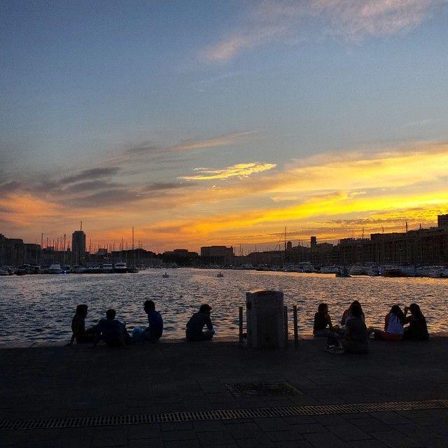 Une soirée sur le vieux port #igersfrance #igerspaca #igersmarseille #marseille #marseillerebelle #port #bateau #boat #night #marseillebynig...