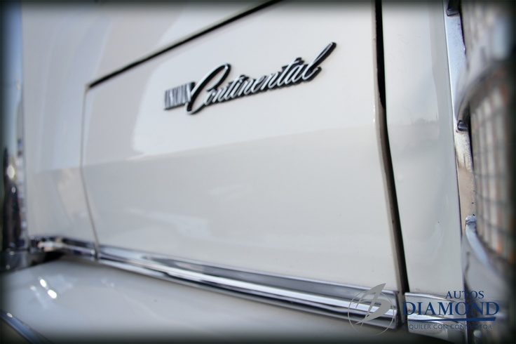 Ford Lincoln Continental. Faros anteriores  abatibles.