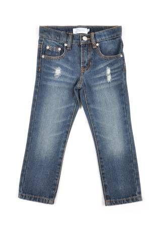 Pantalón tipo jeans para niño, en color azul oscuro y con efecto desgastado.