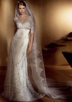 Sexy Empire V-cou balayage train satin des robe de mariage Tulle