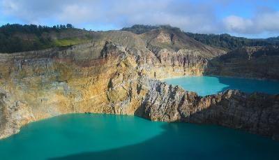 Danau kelimutu  (Danau tiga warna) - Nusa Tenggara Timur Indonesia