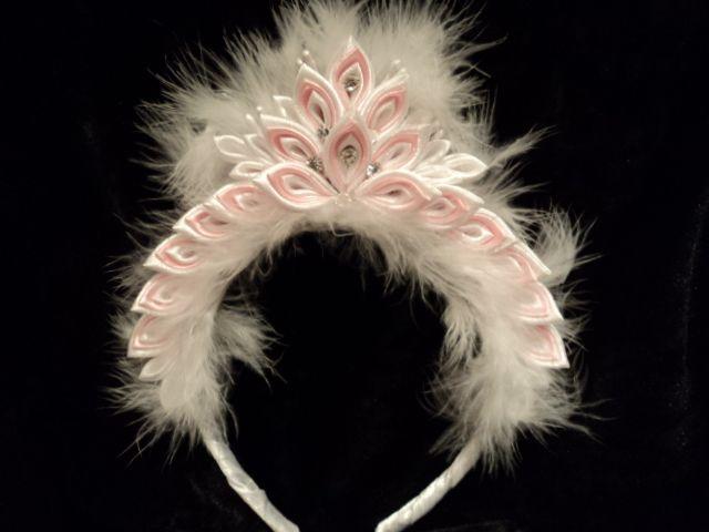 pink tiara with feathers. kanzashi