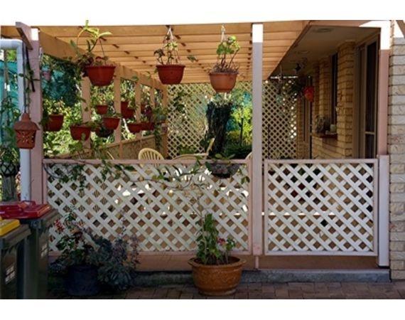 lattice fence w/gate