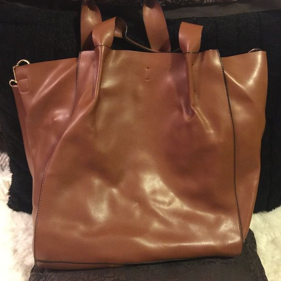 Zara tote bag Faux leather , has a removable strap in good condition Zara basic Bags Totes