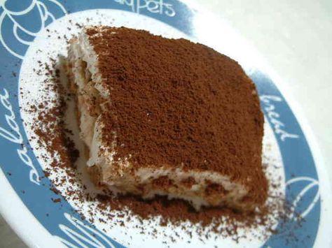 ボウル1つで簡単 お店の味 ティラミス 10分でできるけど味は本格的☆1箱、1パック使い切り。お子様、男性でも簡単に作れます。 材料 クリームチーズ 200g 生クリーム 200cc 砂糖 大さじ4 ビスケット(マリービスケットなど) 適量 インスタントコーヒー 適量 ブランデー お好みで ココア 適量 作り方 1ボウルにクリームチーズ、砂糖を入れ、生クリームを少しずつ混ぜる。 2全部なめらかに混ぜる。固いようならここで牛乳を少したす。(私はゆるい方が好きなので50ccくらい牛乳を入れました) 3コーヒーを濃い目に作り、お好みでブランデーを加える。 4ビスケットを手で割りながらしきつめ、コーヒー液をかける。 5指でならす。 6 2.のクリームチーズの1/2を入れ、表面をならす。 7 4と5をもう1回繰り返し、冷蔵庫で冷やす。 8食べるときにココアをふってできあがり♪ 9…