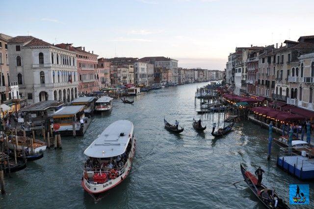 Unicul oraș Veneția din Italia, e bine cunoscut peste tot în lume pentru frumoasele canale pline de gondole și pentru Carnavalul anual care atrage mulți turiști