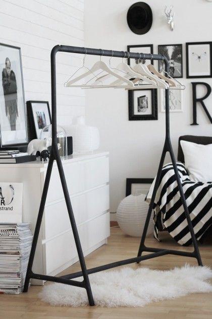 { black rack, white hangers }
