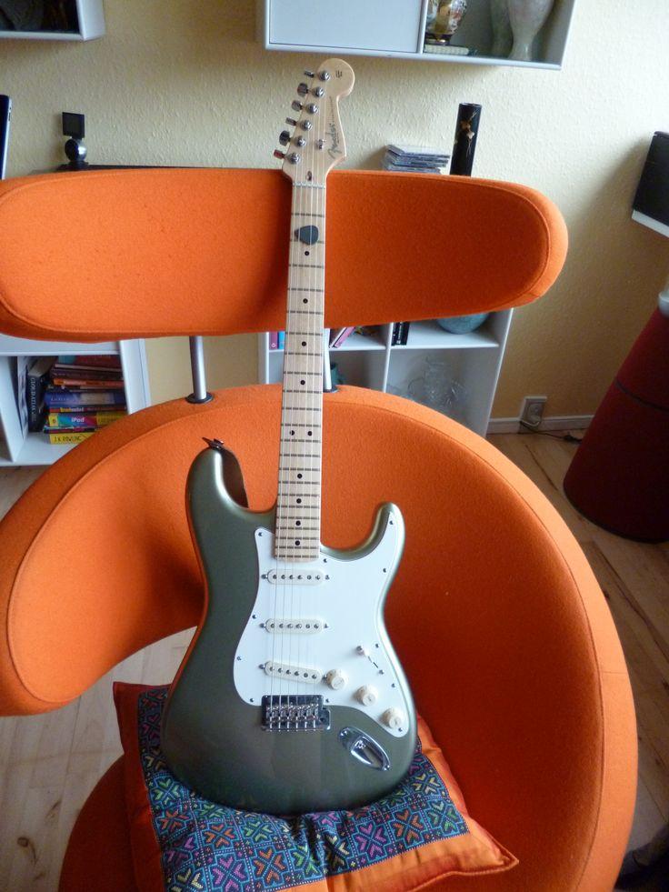 My treasure, My pearl, Fender USA Stratocaster with custom shop pickups. Jade Pearl Metallic.