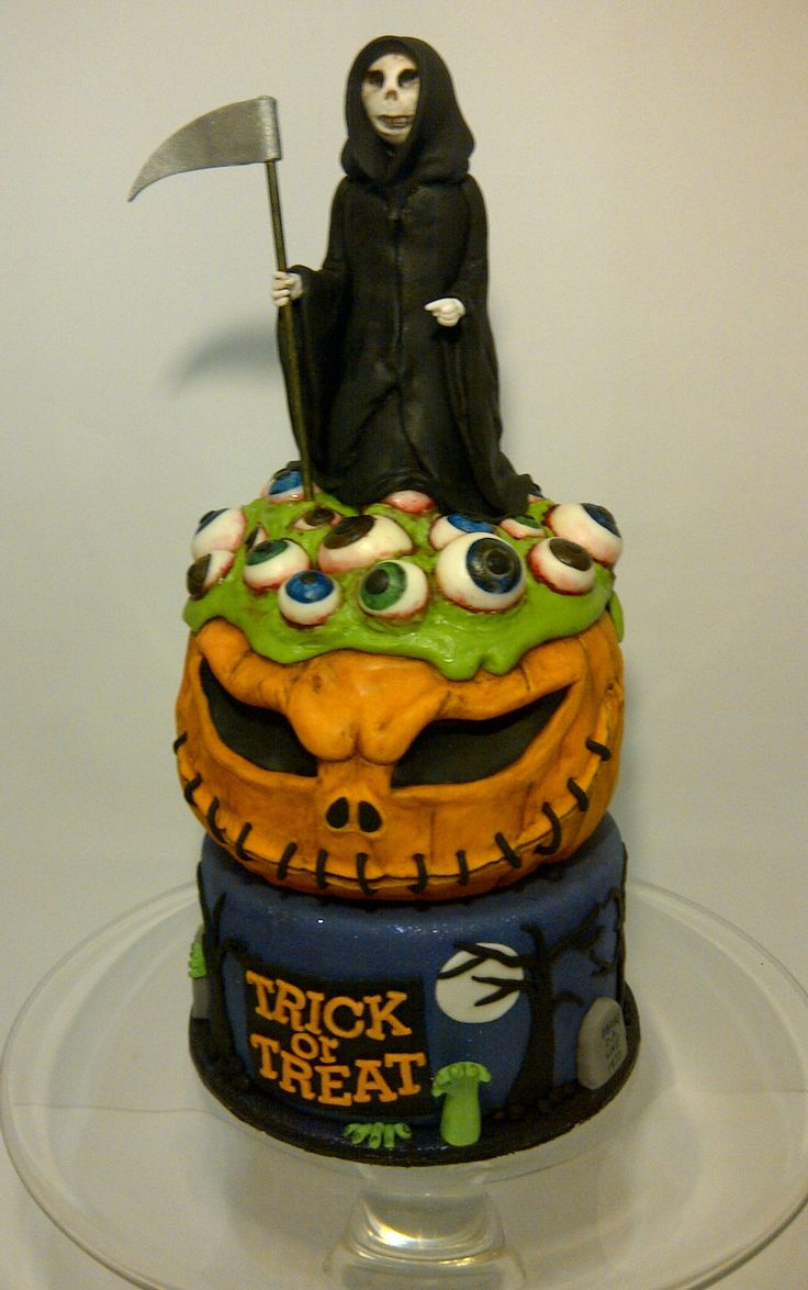 Scary Halloween Cake by #CakeyCake love this cake, all her cakes are fab