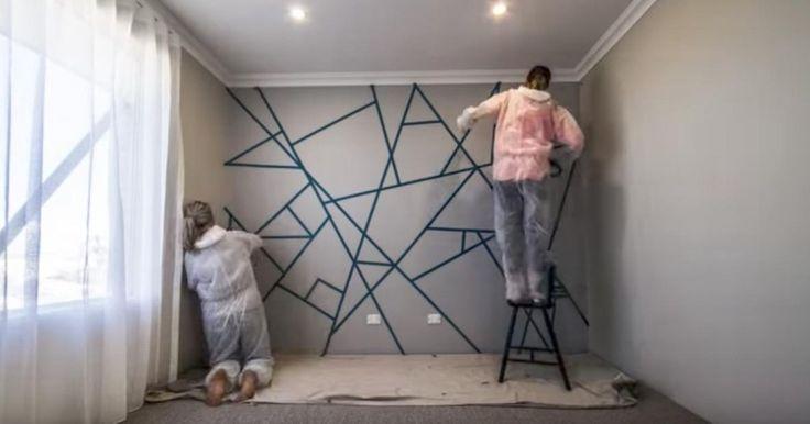 Καλύπτουν τον τοίχο με κολλητική ταινία και ξεκινούν να τον βάφουν. Το τελικό αποτέλεσμα; Θα σας μαγέψει!