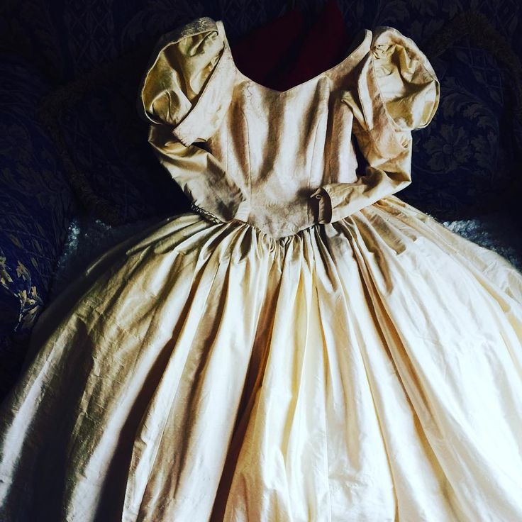 Picked up this amazing dress from a charity shop! Ariel or Snow White...??? #wedding #weddingdress #vintage #bellissima #cream #satin #inspire #cosplay #beautiful #dress #ariel #snowwhite #disney #princess #gown #pearls #corset #charityfind #charity #queen #cosplaygirl #cosplaygirlsofinstagram #whiterosecosplay http://gelinshop.com/ipost/1520908994947313657/?code=BUbWqw7h-_5