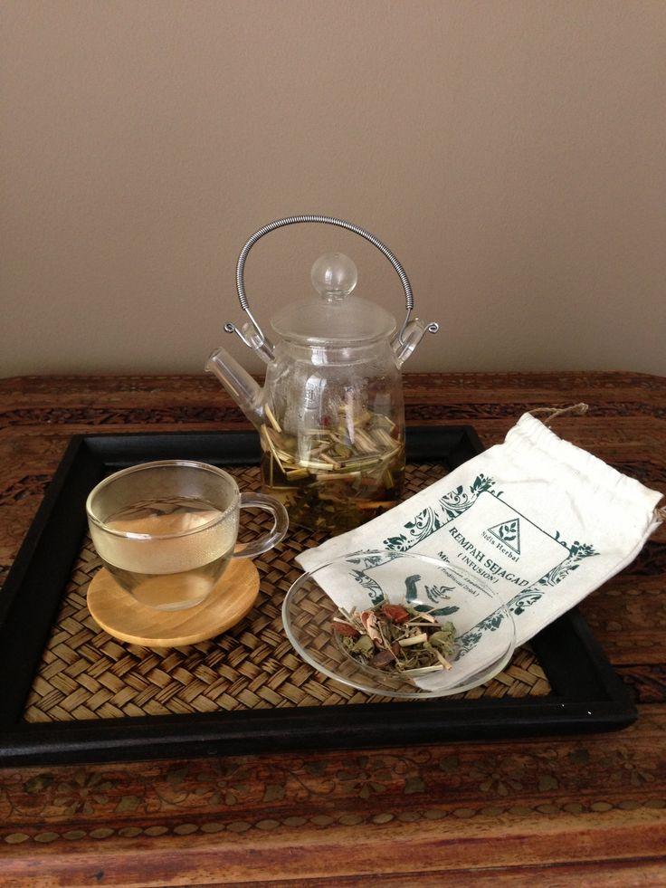 Rempah Sejagad herbal tea   ingredients: Lemongrass Ginger Cinamon Cardamon Staranis Catwiskerleaf Gotucola