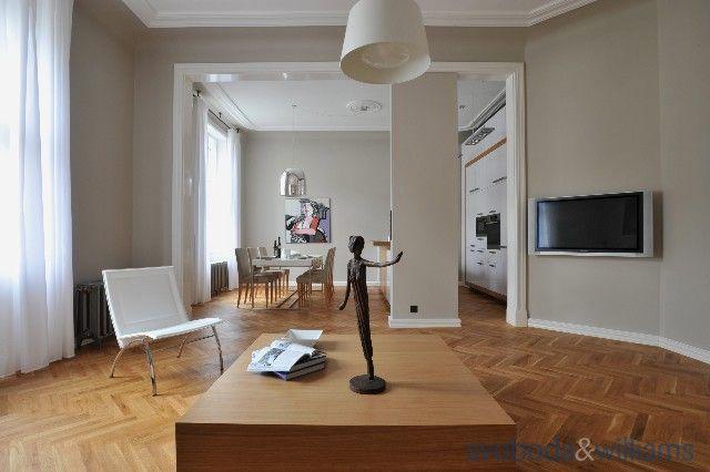 Luxusní, kompletně zařízený byt na prestižní adrese! Velmi vkusně zrenovovaný vzdušný byt se 2 balkony ve 4. patře jednoho z nejzajímavějších domů s recepcí v Pařížské ulici, dokonale rekonstruovaného...