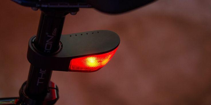 Sparse fietslichten werden speciaal ontworpen om het fietsen aangenamer te maken. In tegenstelling tot de meeste andere lichten, maken Sparse lichten integraal deel uit van je fiets. Ze werden ontwikkeld volgens de strengste normen en versmelten als het ware met je fiets. De buitenzijde bestaat uit gegoten zink en wordt verzegeld door siliconen pakkingen. Sparse lichten worden vast aan de fiets bevestigd en gaan bijgevolg nooit trillen. Ze zijn stevig, waterdicht, en schokbestendig.