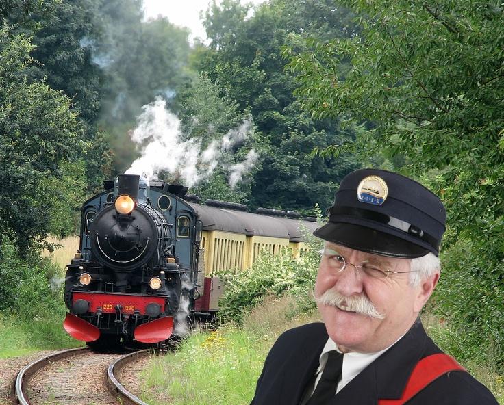 De vrijwilligers van de Zuid-Limburgse Stoomtrein Maatschappij heet iedereen van harte welkom op 'De Miljoenenlijn', een prachtige spoorlijn dwars door het Zuid-Limburgse heuvelland.    Beleef bij ons de romantiek van het reizen uit lang vervlogen tijden, droom weg in het luxe pluche van onze 1e klasse rijtuigen als de mooiste uitzichten voorbij trekken. Het is mogelijk om zonder te reserveren in te stappen op alle haltes langs het traject (o.a. Valkenburg, Schin op Geul, Simpelveld en…