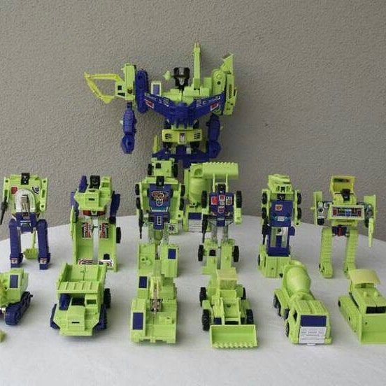 #todayskidswillneverknow what it meant to REALLY be popular. If you had this entire set you had more friends than you could handle. #transformers #constructicons #tbt