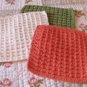 Nana's Favorite Dishcloth Pattern | Check out this easy knit dishcloth pattern for beginners.