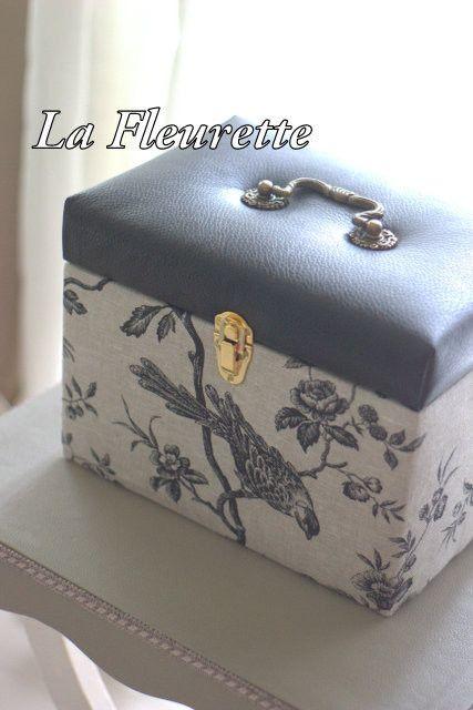 ブラックレザーのおしゃれなメイクボックス♪ の画像 布のインテリア* ラ フルーレット の ダイアリー