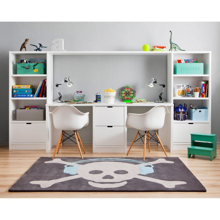 Le grand tapis laine pirate gris foncé avec casque audio bleu  de la marque Lorena Canals apportera la touche décorative et tendance à la chambre de votre enfant.