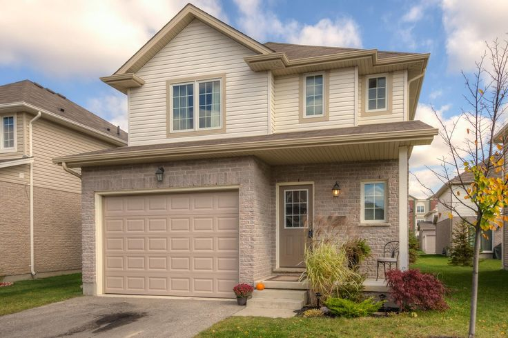 3 Bedroom, 2.5 Bathroom, 2-Storey with 1.5 Car Garage in Deer Ridge!  $254,900 - www.ForestCityTeam.com  #LdnOnt #RealEstate #Condo #Realtor