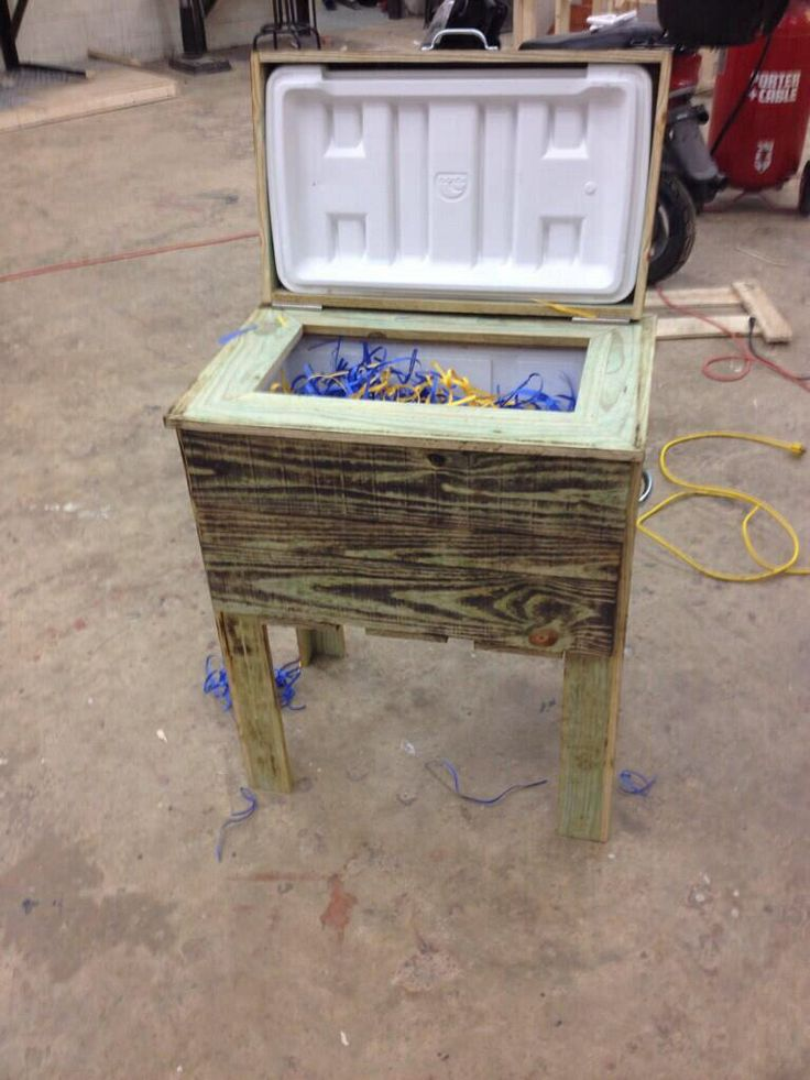 Rustic cooler as an Ag Mechanics project.  Almost like a 21st century ice box. Dyersburg FFA - www.OneLessThing.net