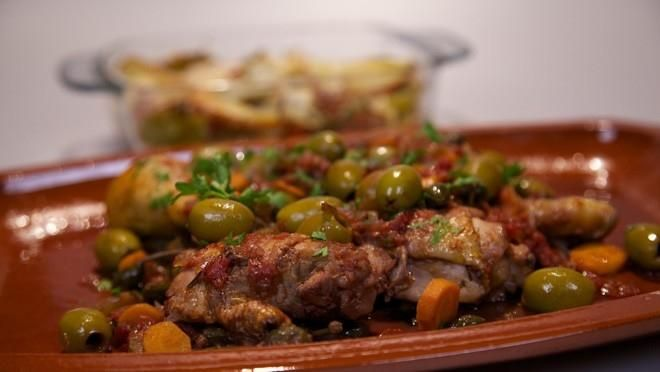 Pollo alla cacciatora con patate gratinate (Jagerskip met gegratineerde aardappel) - recept | 24Kitchen