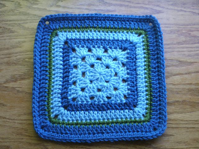 Ravelry: Project Gallery for Granny in the Middle pattern by Jan Eaton