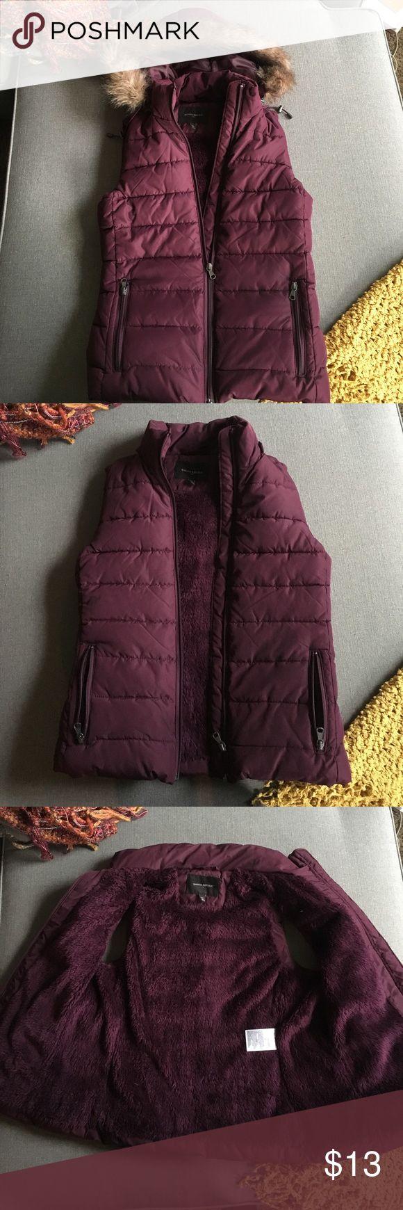 Banana Republic maroon vest w/ detachable hood XS Super warm, barely worn! Banana Republic Jackets & Coats Vests
